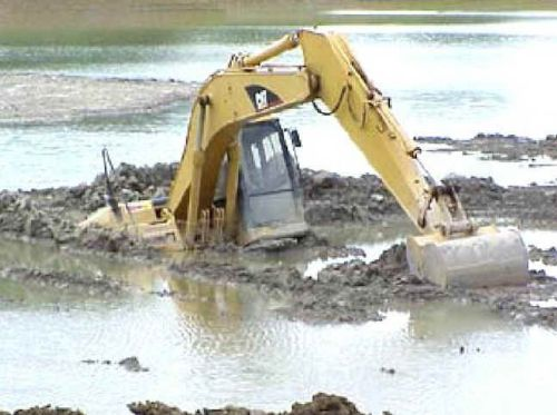Funny Pictures of Construction Machinery Sinking In Mud