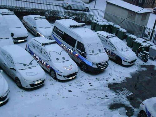 picture of police car snow faces