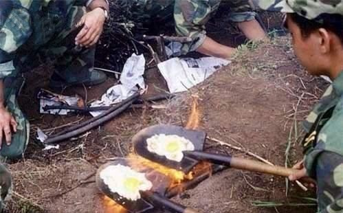 Funny Pictures of Eggs Frying On Shovels