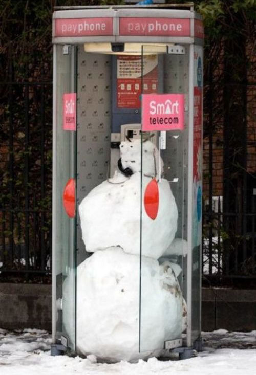 picture of snowman in a payphone