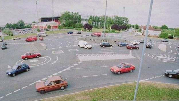 Another funny traffic circle picture.