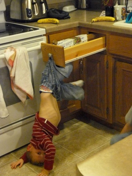 A Funny Babysitting Pictures